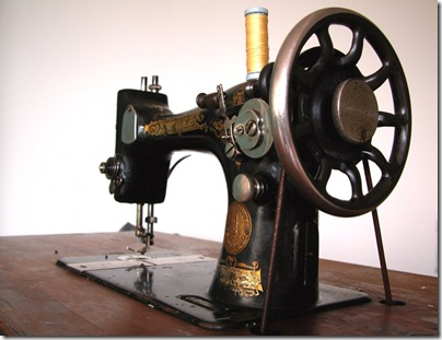Old_sewing_machine